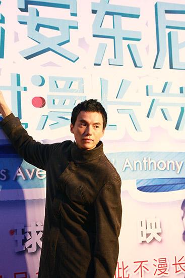 宋宁帅气亮相《安东尼》首映 力挺周迅新作