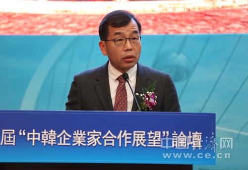"""首届""""中韩企业家合作展望""""论坛今天在北京举行,中国经济网为本次论坛的战略合作媒体,图为韩国传媒通讯委员会常委李奇周致辞。中国经济网记者 王泽彪 摄"""