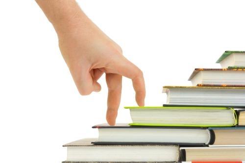 对于一些可以从图书馆租或借的书籍、电影和音乐,坚决不买。