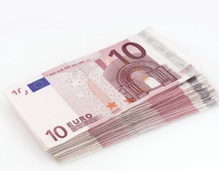 """该行分析师称:""""我们继续认为欧元兑美元未来数周将继续受到美联储(FED)和欧洲央行(ECB)12月货币政策会议的影响,但其下行空间受限,因这两大央行对汇率都很敏感。"""""""