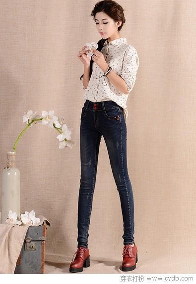 美女穿牛仔裤臂部图