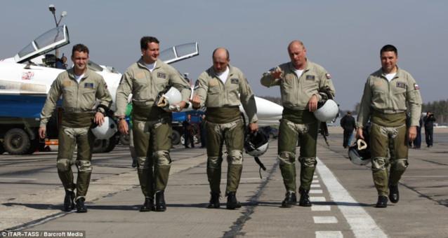 美国周日开始与法国共享打击目标方面的情报,为法国战斗机实施对伊斯兰国的打击识别目标。美国还打算放松一些情报共享限制,为法国加大空中打击力度提供便利。