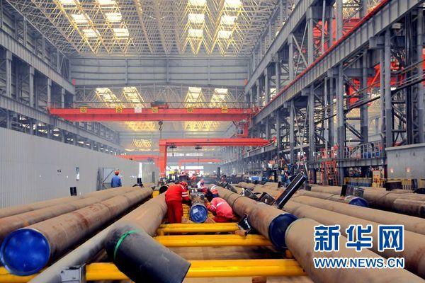 位于青岛的国家石油陆地工程有限公司亚马尔液化自然气名目模块制作现场。图为中心产物区。