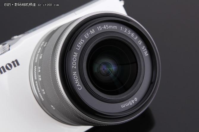 佳能同步推出EF-M 15-45mm f/3.5-6.3镜头。该镜头非常小巧,符合入门用户对于体积和重量的要求。