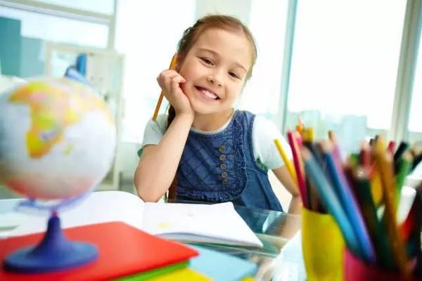 【宝宝帮】小女孩收到一封情书,她的妈妈只说了五句话!