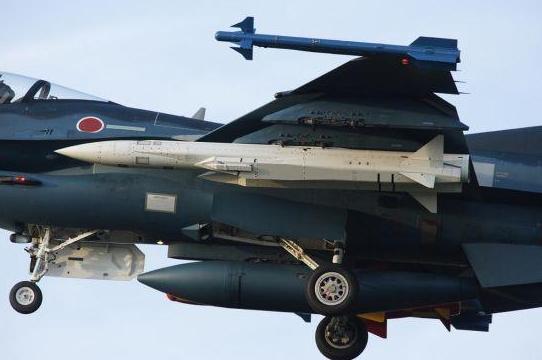 材料图:日本F-2战争机照顾的ASM-3超音速反舰导弹