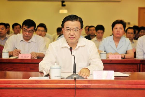 福建省委常委、省纪委布告倪岳峰列席流动并发言。
