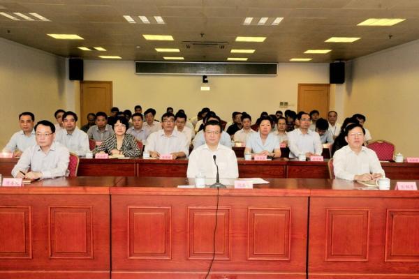 福建省委常委、省纪委布告倪岳峰列席流动。
