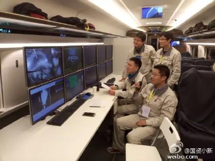 """18日,由中国中车设计制造的具有完全自主知识产权的时速350公里中国标准动车组,在大西客运专线跑出385km/h试验速度,各项技术性能表现优异。这标志着在静态、低速试验后,中国标准动车组顺利通过了高速试验关键""""大考"""",取得重要阶段性成果。"""