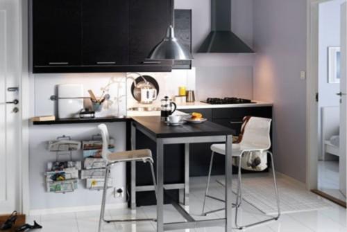 """大体钢铁的材质,让小编想到了""""钢显本质""""。餐厨用品简洁而流畅的线条,狭小但是有效地利用空间的设计,真是让人赞叹不已。刚刚好,两个人的简洁空间。"""