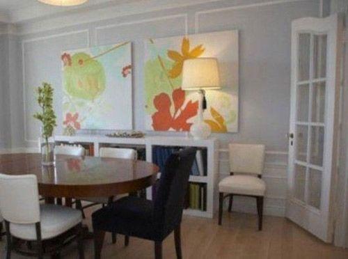 一般而言餐厅色彩宜以明朗轻快的色调为主,最适合用的是橙色以及相同色相的姐妹色。这两种色彩都有刺激食欲的功效。当然切记一点颜色不可堆砌过繁复,一两幅统一情调的背景画就能为餐厅增色,同时餐厅墙面的装饰要注意突出自己的风格,餐厅墙面的气氛既要美观,又要实用,不可信手拈来,盲目堆砌餐厅彩色,餐厅有别于其他功能的厅室,在装饰上应以简洁、明快为主。