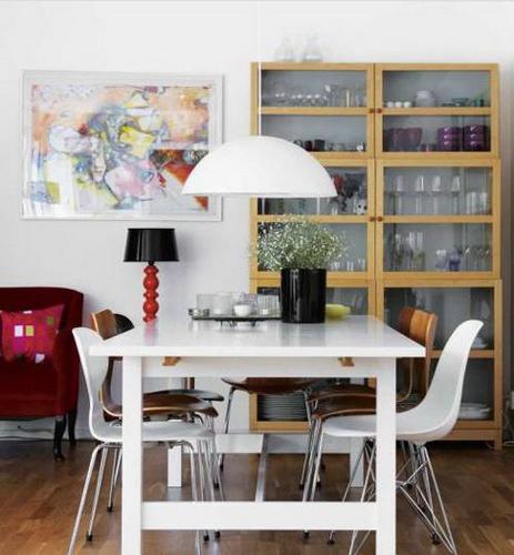 无论是擦得透亮发光的地板、餐桌,还是干净得可以看到倒影的玻璃柜,都让人看到了一个爱干净爱生活的主人,何乐而不为。