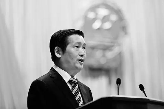 2015年1月20,广西柳州市市长肖文荪在市人大会议上作政府工作报告。