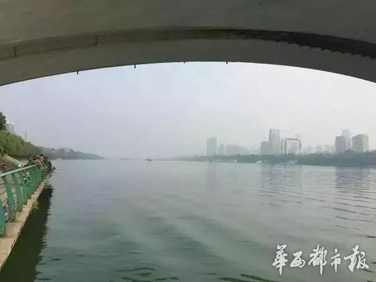 柳州市长肖文荪落水的地点附近。图片来源:微评柳州