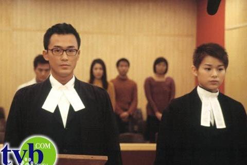 年出演《律政新人王》