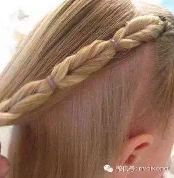 给梳好的头发搭配发饰吧,齐肩的中长发发型,公主头扎发也挺好的图片