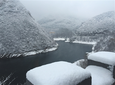 延庆张山营西大庄科村雪景。作为冬奥三大赛区之一的延庆,在昨日降雪的时间上再次拔得头筹。拍者 张辉