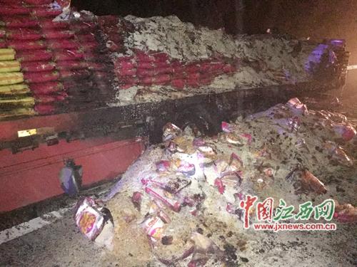30余吨大米被烧毁