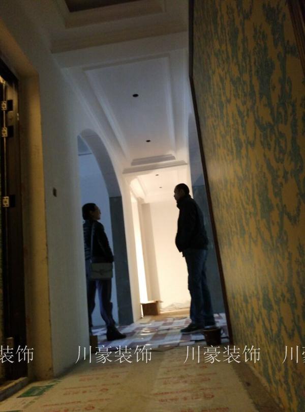 走廊过道装修设计实景效果展示 壁纸,拱形造型,木质边框,优雅