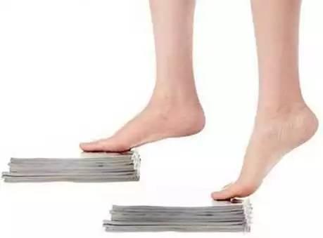 女人每天坚持踮脚尖,竟有这么多惊人好处
