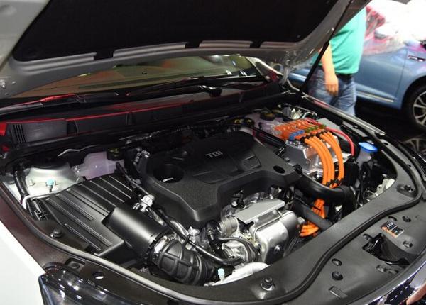 上汽荣威e950插电混动车型在广州车展发布高清图片