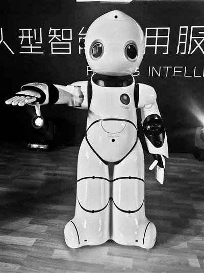 产首个大型服务机器人亮相 手臂可呈现优美姿态
