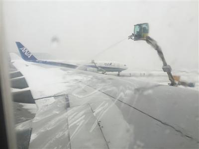 """媒体:大雪暴露首都机场""""除雪软肋"""""""