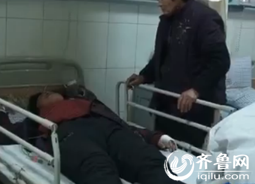 几位农民工正在医院接受治疗(视频截图)