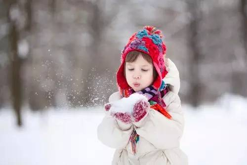 冬天打雪仗图片_打雪仗的英语怎么说?教你10句滑雪必备的英语表达