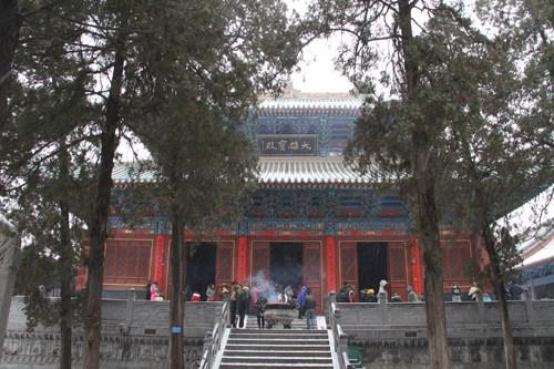 少林寺藏经阁殿内原供达摩面壁石图片