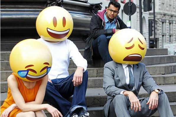 """教育 正文  """"我们选择这个""""喜极而泣的笑脸""""(笑哭了)的表情符,是因为图片"""
