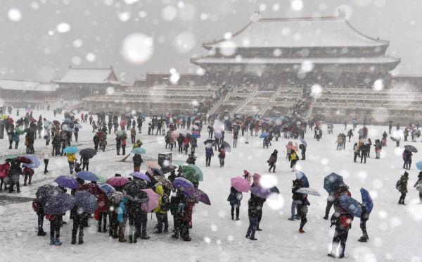 旅客到访北京故宫博物院。