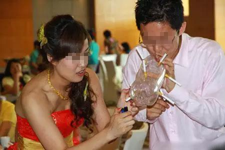 摸新娘_那些丧心病狂的婚礼陋俗,伴娘被摸胸算啥?_搜狐其它_搜狐网