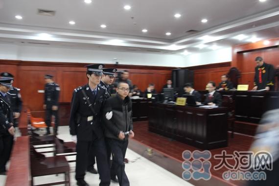 原告人被带离法庭