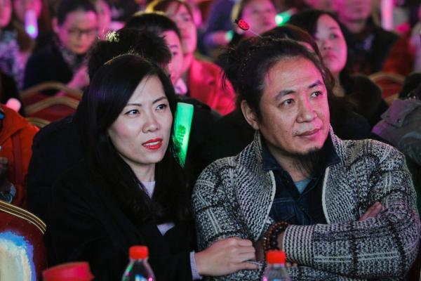 2015年11月26日,上海诺宝核心,顾少强与本人的丈夫如影随行。磅礴新闻记者 高征 图