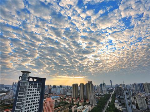 广西昨现透光高积云美景