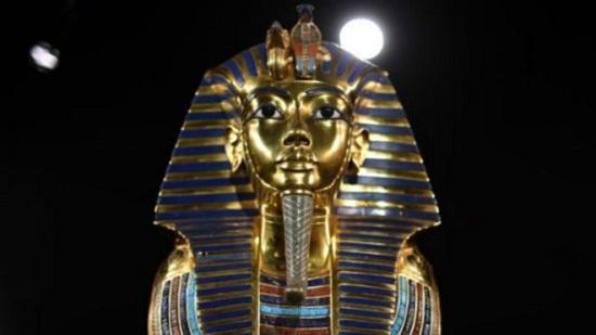 埃及法老墓穴发现密室 或与王后娜芙蒂蒂有关