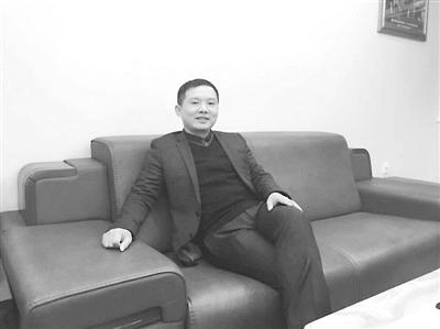 父女牵手囹�a�i)�aj_曾国示,军鹏特种装备有限公司总经理,带领着自己的企业在短短的10年间