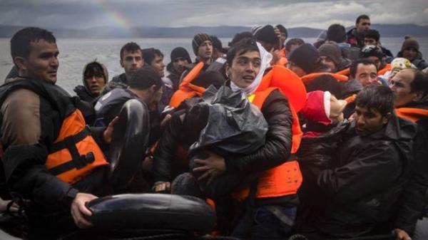 即使是寒冷恶劣的气候条件也无法阻挡难民历尽艰险前往欧洲。