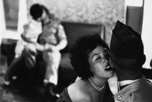 日本侵华战争妇女_二战后日本性肉弹攻势:妇女以勾搭美军为荣(图)-搜狐