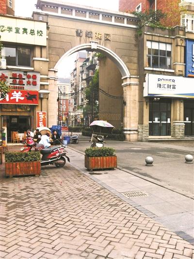 章英启_章英启被绑架的小区摄影/刘保奇