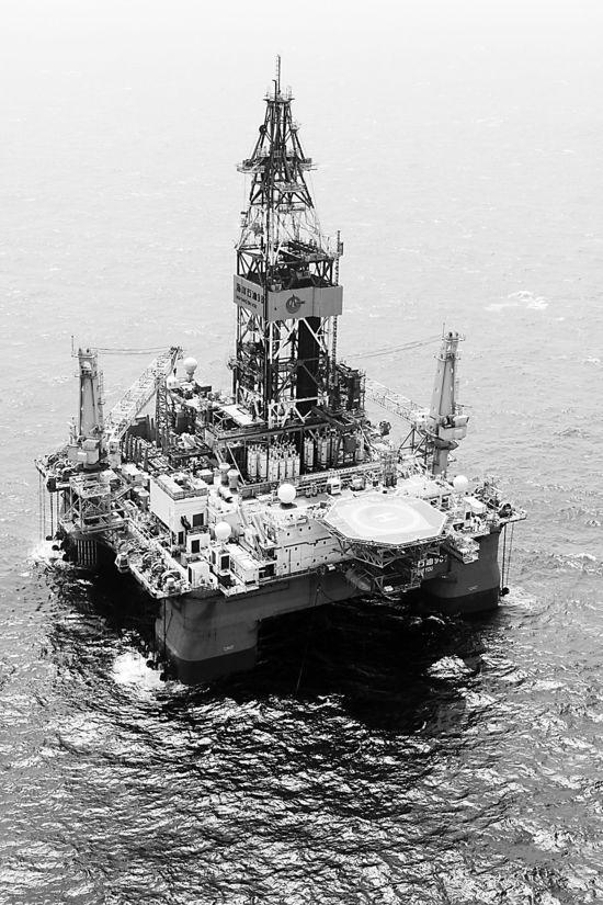 """南海现国产5万吨""""钢铁巨兽"""" 堪比航空母舰(图)"""