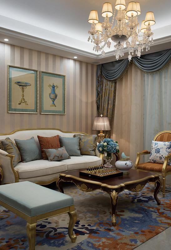 a户型装修完成的样板房,该户型面积128平方米,采用法式轻奢华风格设计图片