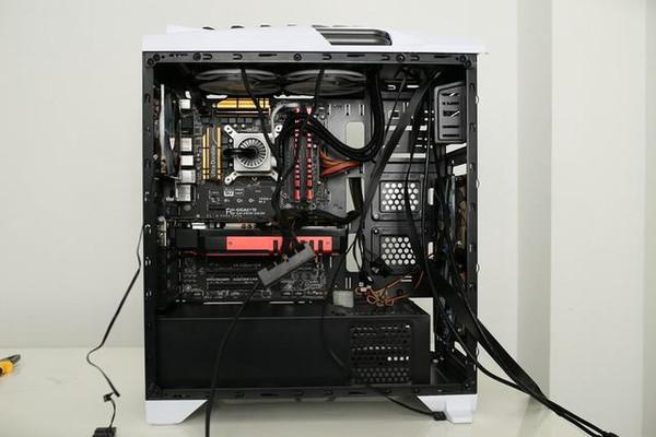 而选择把m6s固态硬盘安装在机箱的背面.图片