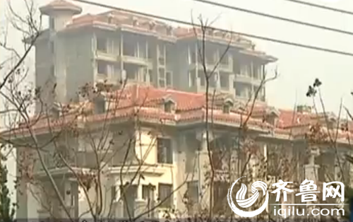 同泰华府社区国有十几座楼一起歇工(视频截图)