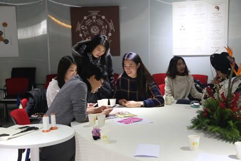 """""""法·法青年设计师创业平台""""发起人文爽与年轻设计师对话交流图片"""