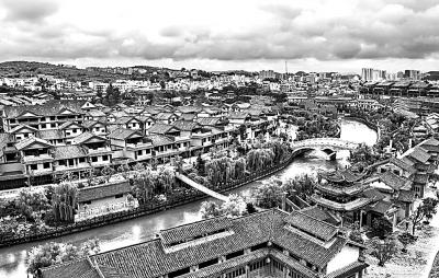 贵州省黔西县发掘土司文化资源,建立起了水西古城小城镇综合体,为扶贫移民创造就业场所。 本报记者 吕慎摄