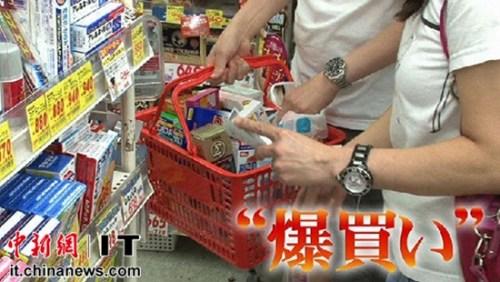 """得益于去年日本将免税品范围扩大到全部商品后,日本国内新开免税店的数量出现了井喷式增长。今年2月中国农历春节之际,众多日本媒体曝光了访日外国人所表现的""""爆买""""行为,引起全世界关注。中国人的消费能力,再次刷新了世界对中国的认识。"""