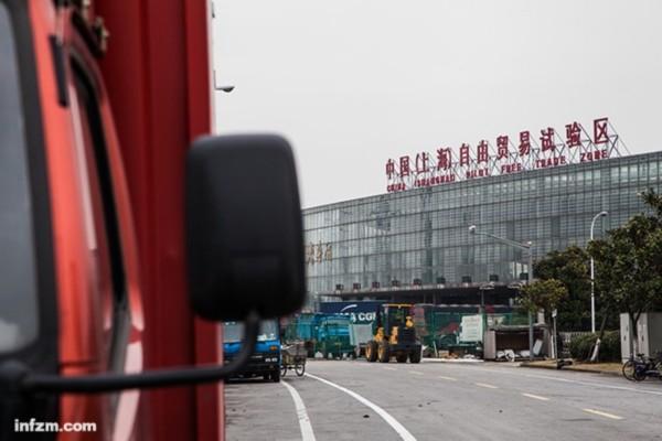 中国大陆境内第一个自由贸易区――中国(上海)自由贸易试验区2013年9月挂牌成立,成为中国经济新的试验田。 (视觉中国/图)