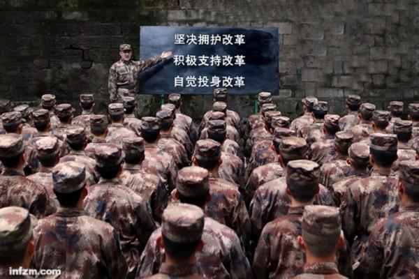 2015年11月26日,13集团军司令部直属队警卫调整连进行教育的场景。 (东方IC/图)